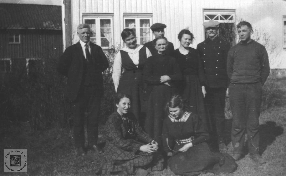 Familiegruppe med Kristen O. Øyslebø