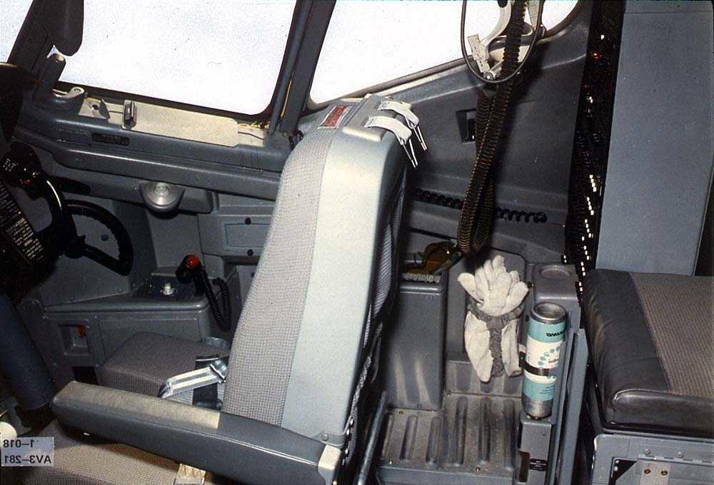 Ene siden av cockpiten i en Boeing 737.