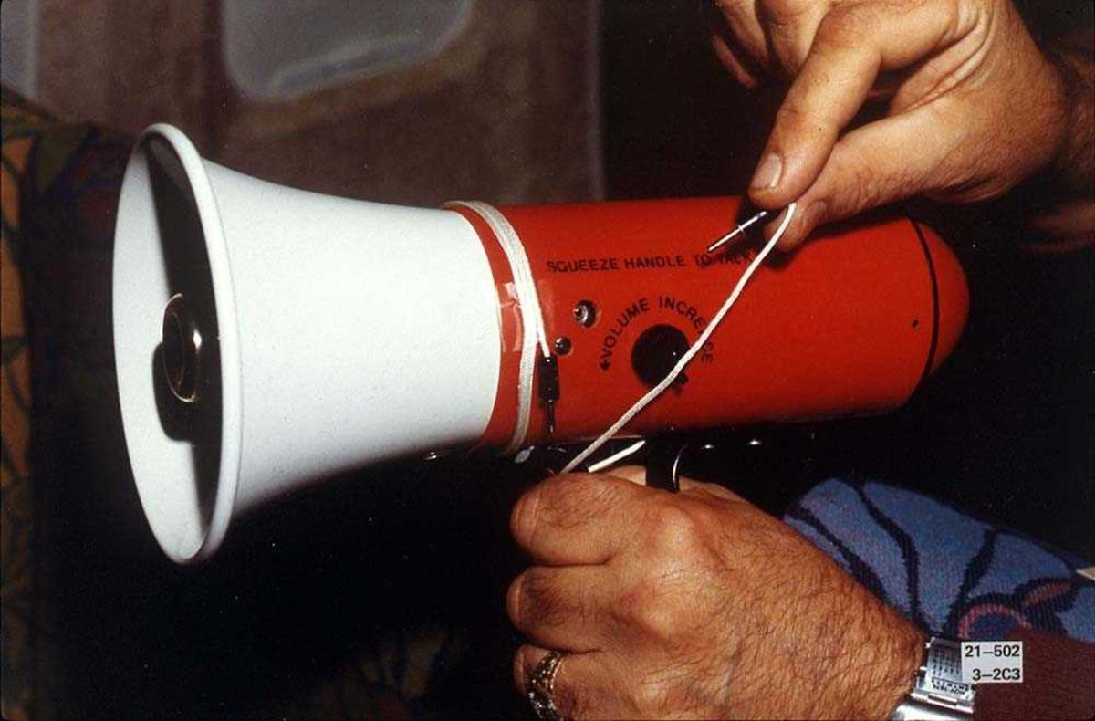 Detaljbilde av en megafon for bruk i et fly.
