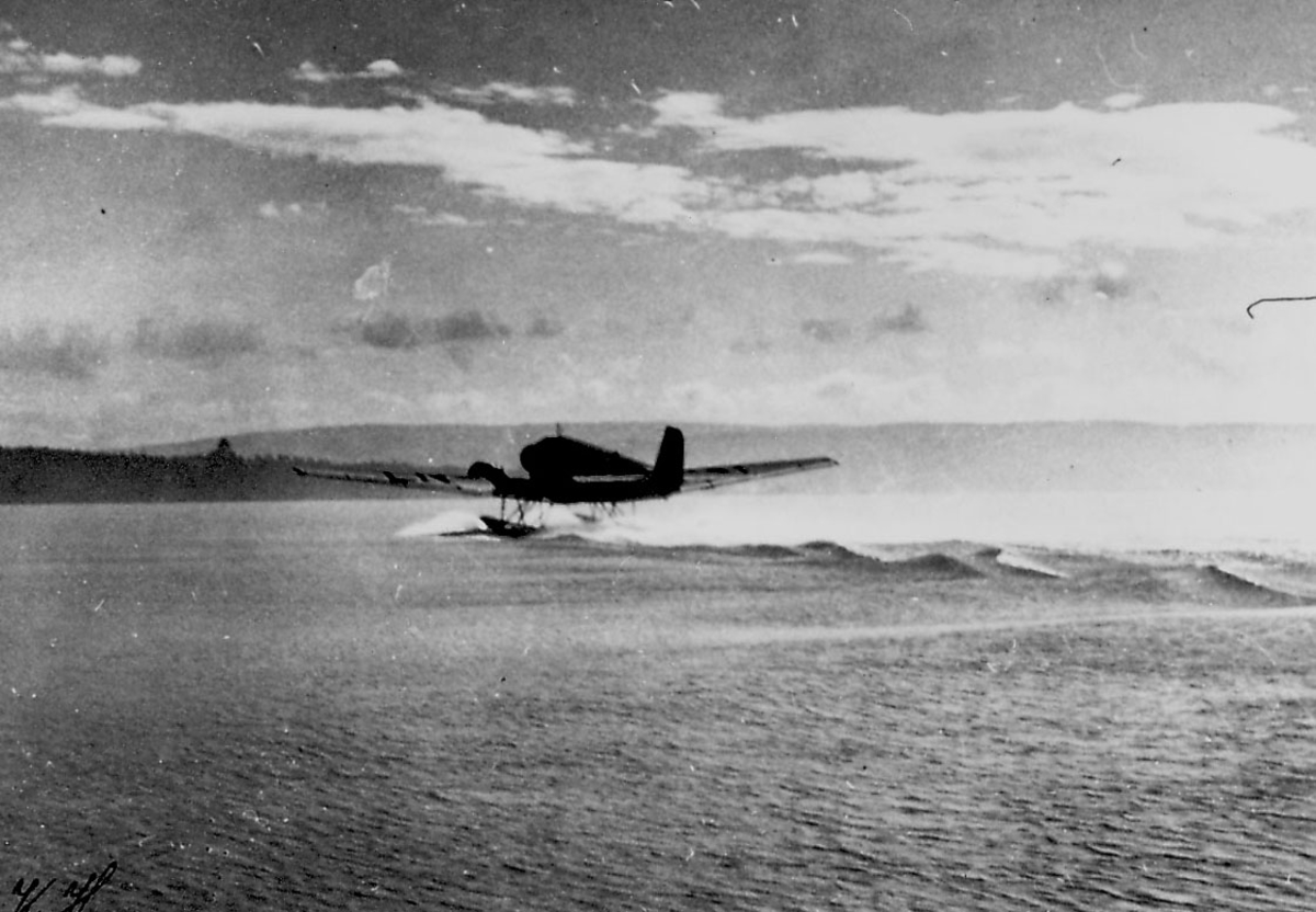 Ett fly på vannet i fart, Junkers Ju 52/3mg3e som letter eller lander.