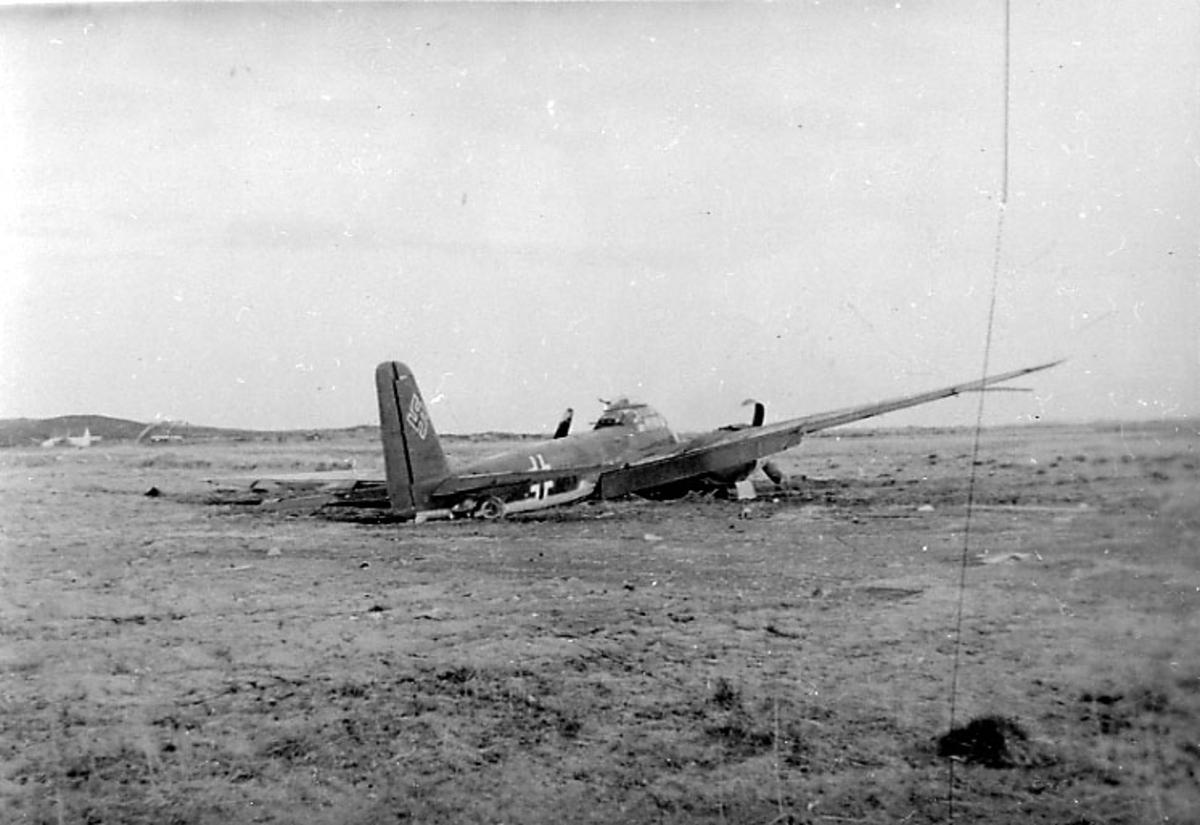 Flyvrak - flyhavari, Junkers JU-188 F1 A6+CH. Ligger på bakken, skrått bakfra.