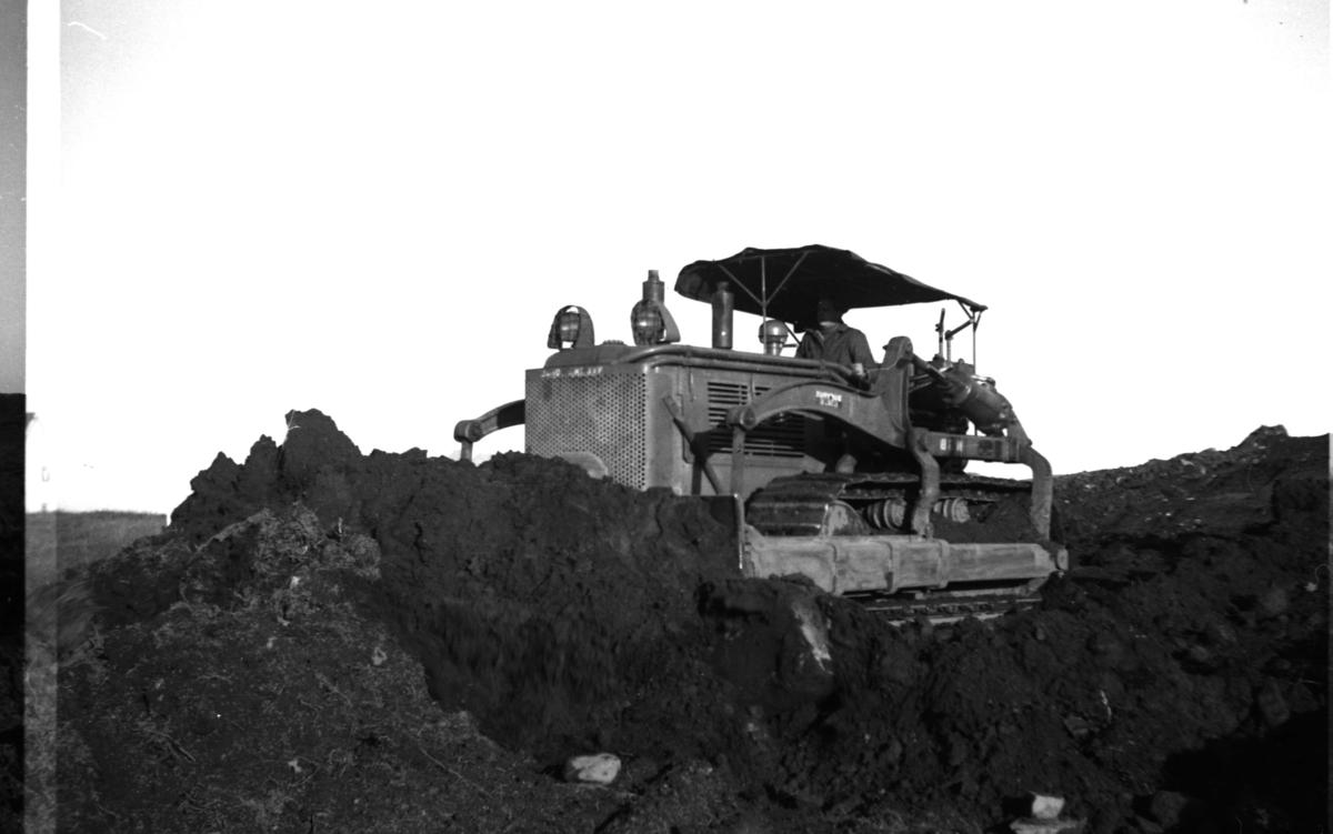Anleggsarbeid. En bulldozer i aktivitet.