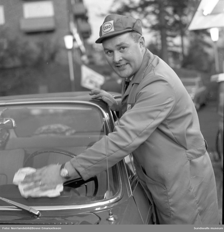 Carl Axel Jonsson på Esso-macken i Norrliden, vid Tivolivägen-Kungsvägen.