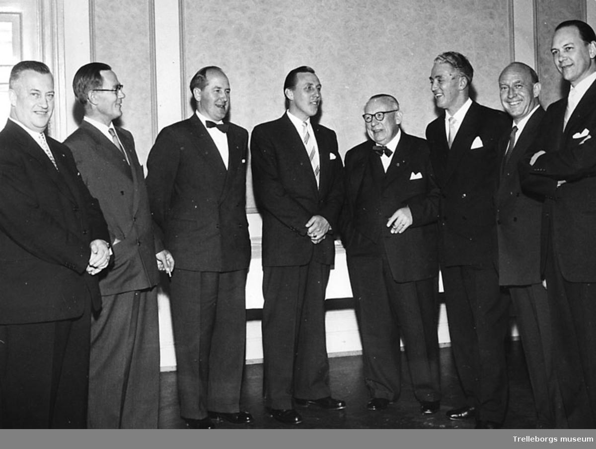 Specerihandlare på möte år 1959. Från vänster 1)Agardh Nilsson, 2) ?, 3) Vennryd, 4) Åke Gullberg, 5) Bjerking, 6) Gustav Andersson, 7? och 8) ?.