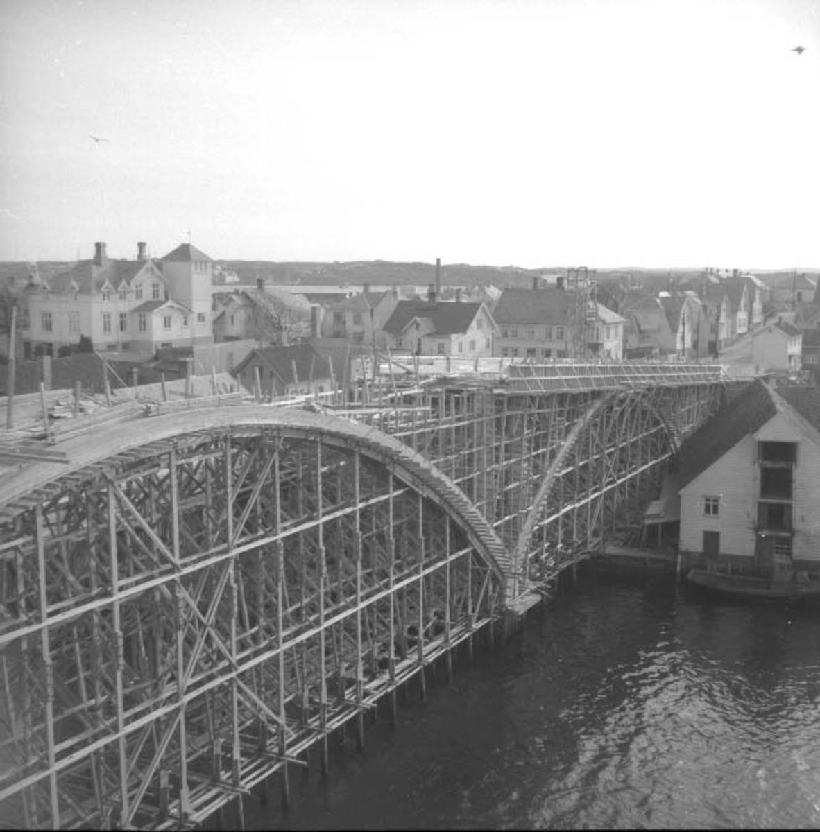 Bymiljø - Bakerøybroen under oppføring.