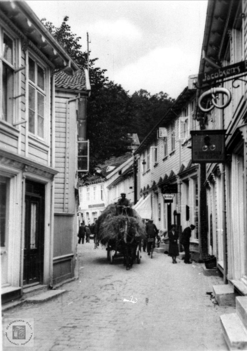 Høykjøyring gjennom Store Elvegate, Mandal