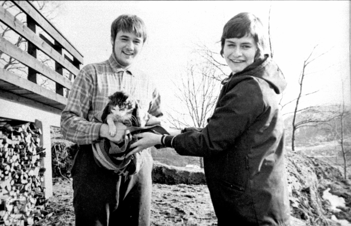 """Kattevenner"". Bjørgulv Rygnestad og Sonja Rødland."