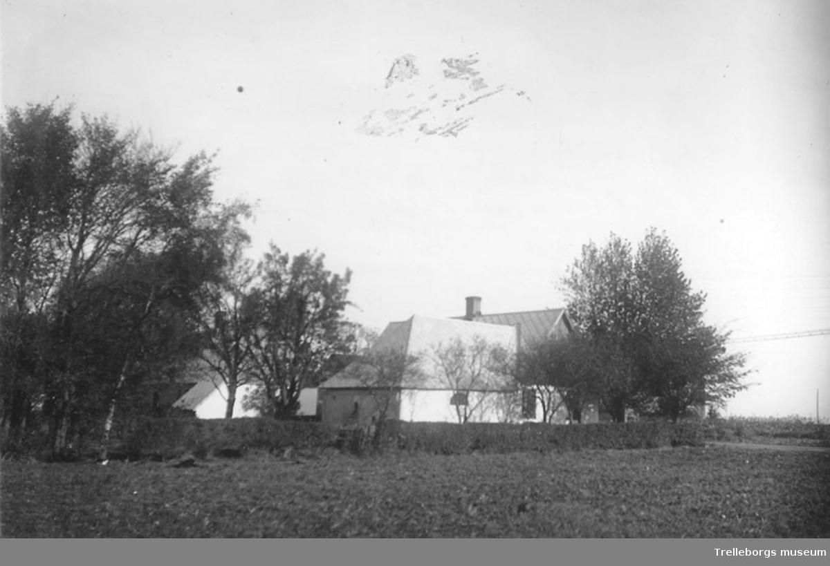 Klörupsvägen 127 år 1964. Idag (2015) Högalidsvägen 40 (panncentral till hyreshusen)