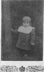 Oidentifierat barn kring sekelskiftet 1900.  Bäckseda hemb