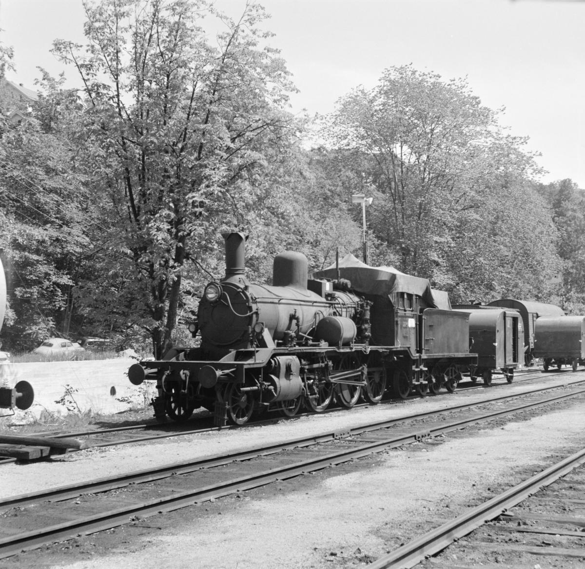 Damplokomotiv  18c 226 som reserve i Arendal. Lokomotivet ble utrangert i august 1968.