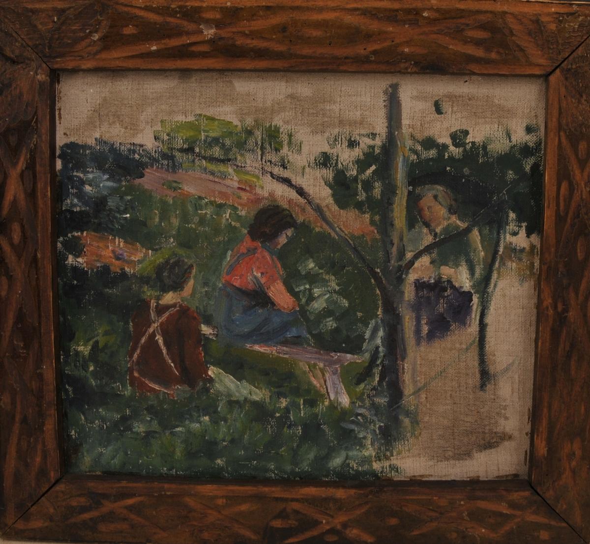 Kvinner som sit ute i hagen eller eit anna landskap, den eine kvinna sit på ein benk.