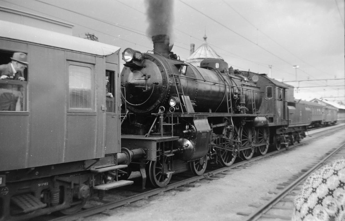 SJs ekspresstoglok A8 1808 på Kongsvinger i forbindelse med Svenska Järnvägsklubbens veterantog til Hamar og Solørbanen.