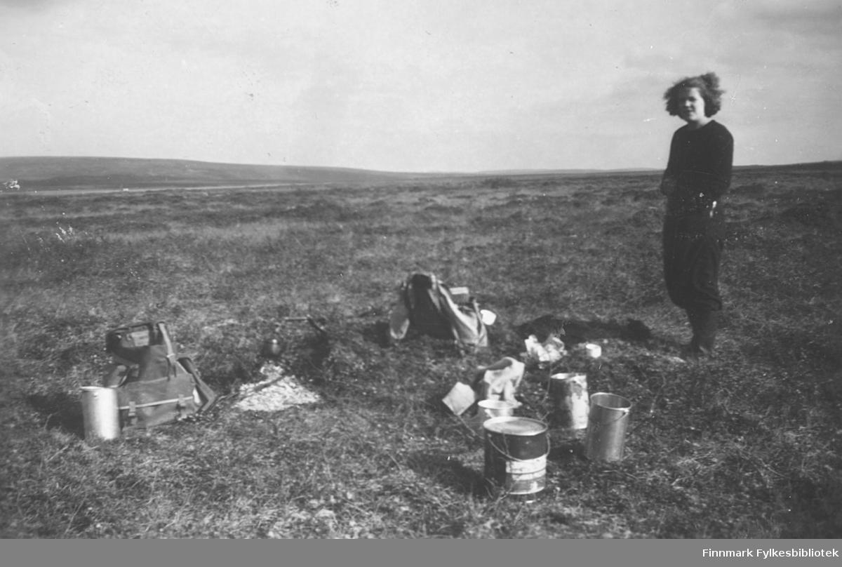 Ragnhild Ebeltoft på multebærtur til området ved Mastejervi, Vadsø kommune