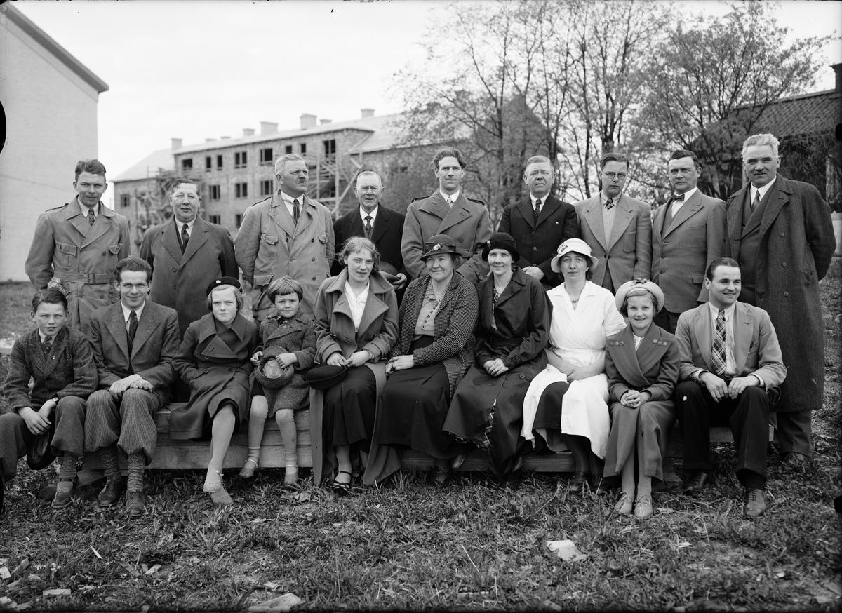 Grupporträtt vid bygge, Uppsala 1936
