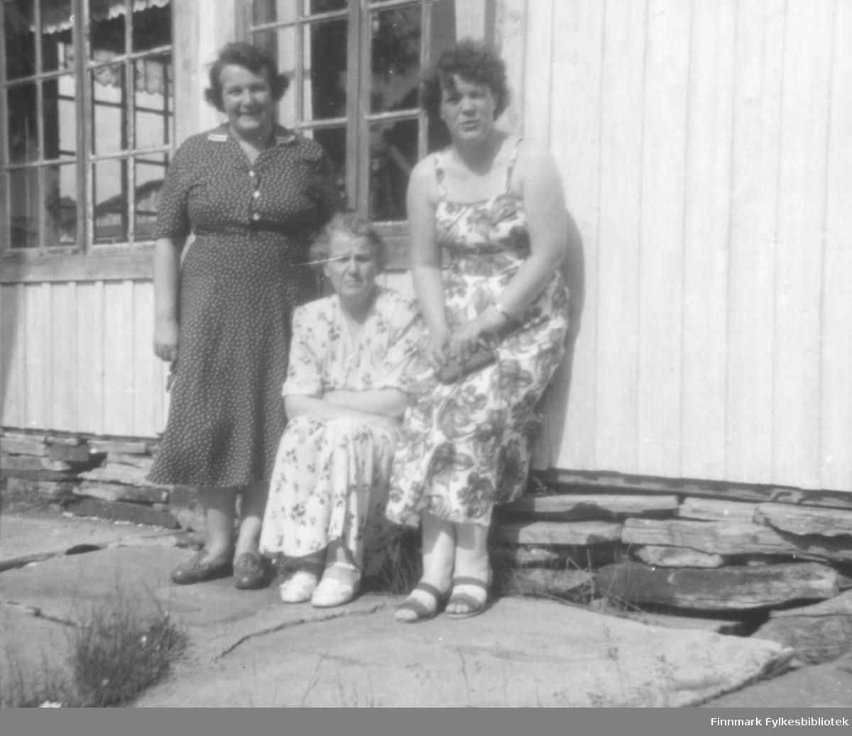 Fra venstre: Gunvor Buob, Svanhild Kvam og Ragnhild Ebeltoft. Svanhild var mot til Gunvor og Ragnhild