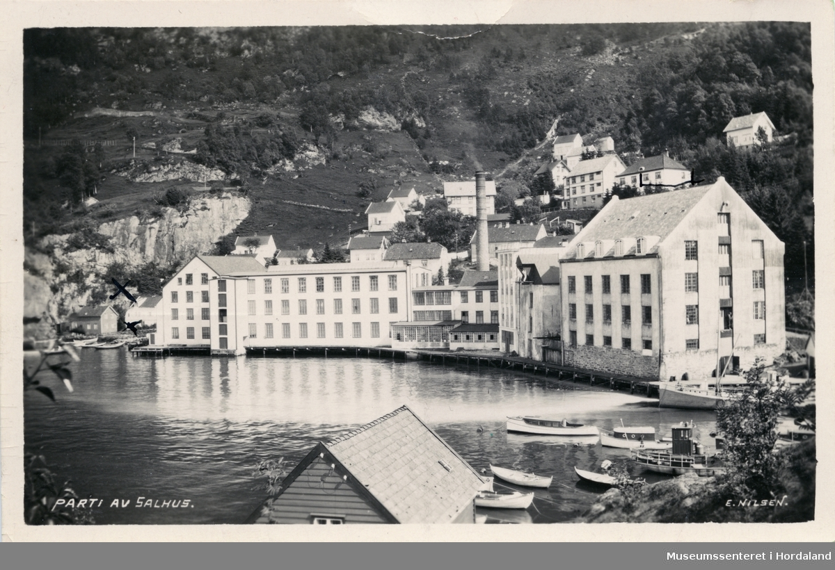 Postkort frå Salhus, Bergen. Salhus Tricotagefabrik.