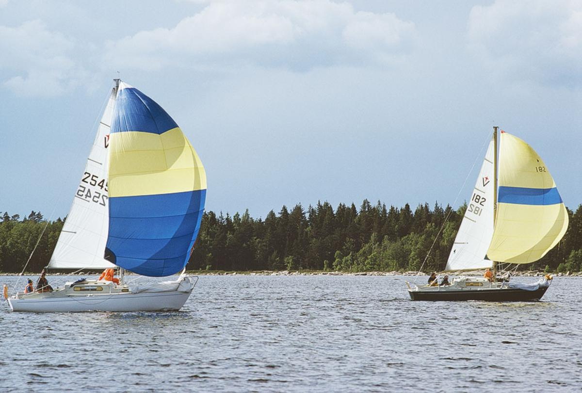 Fartyg:  Bredd över allt 2,46 meter Längd över allt 8,25 meter  Konstruktör: Brohäll, Per Övrigt: Segelnummer: 2545 och 182 Dubblett finns: Fo174521DIA