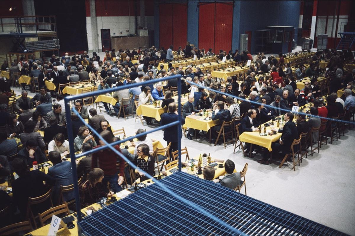 Övrigt: Dubblett finns: Fo174647DIA-09. Invigningen 23 januari 1975 av Albin Marin (Gustavsviks Marina & småbåtsvarv) i Kristinehamn.