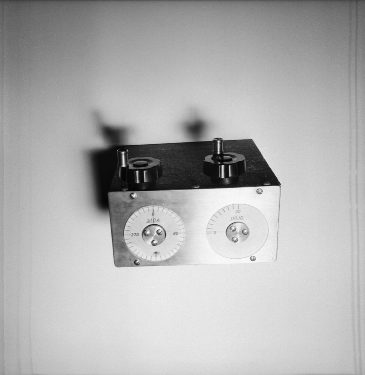 Övrigt: Foto datum: 25/9 1964 Verkstäder och personal. Mätinstrument