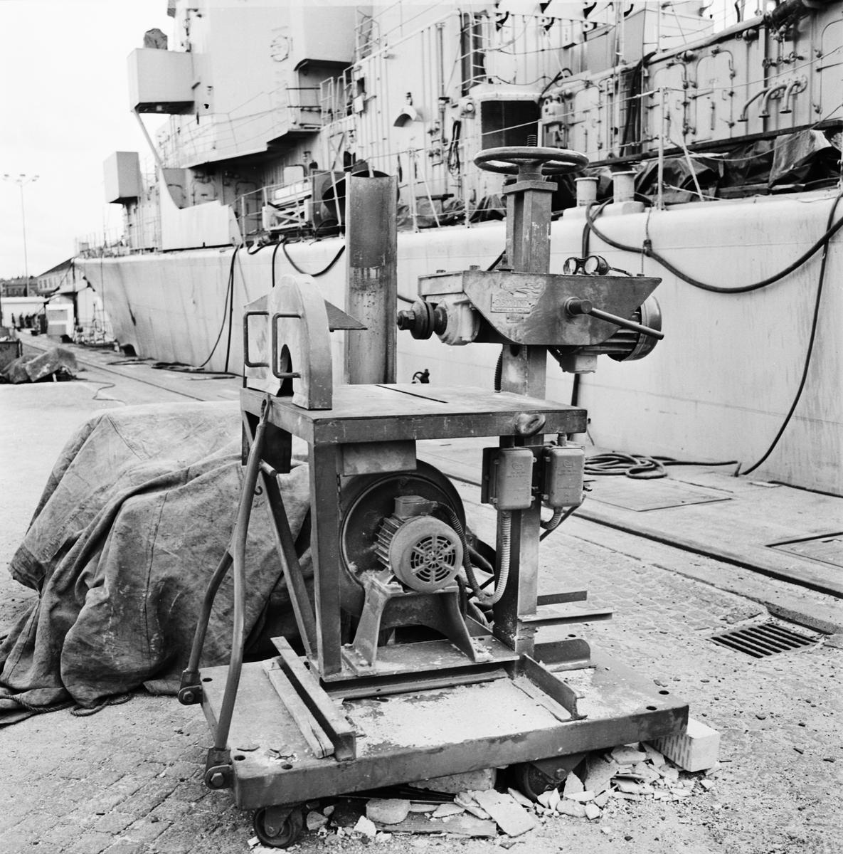 Övrigt: Foto datum: 23/8 1966 Byggnader och kranar Olycksfall vid slipmaskin