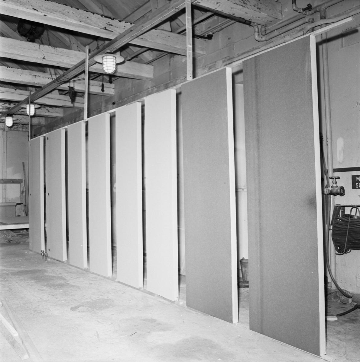 Övrigt: Fotodatum 28/4 1966 Byggnader och Kranar Provelement i båtverkst och minsveparhallen. Närmast identisk bild: V37066, ej skannad