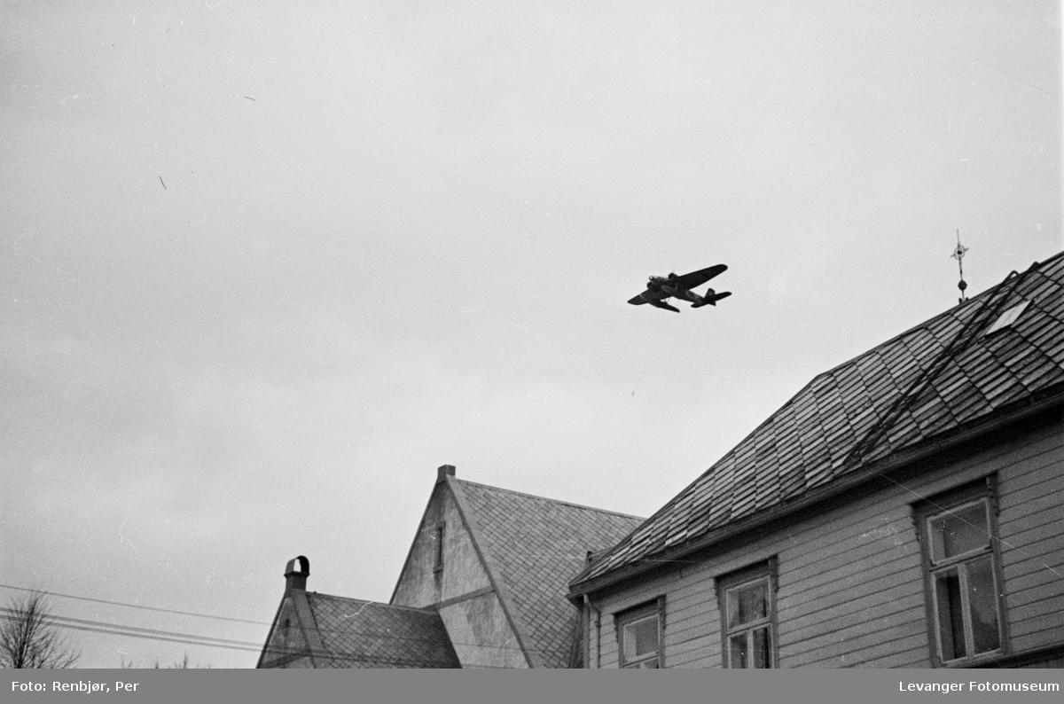 Tysk rekognoseringsfly over Levanger sentrum VI