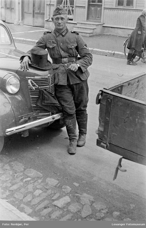 Tysk soldat i Levanger gate  juni 1940.