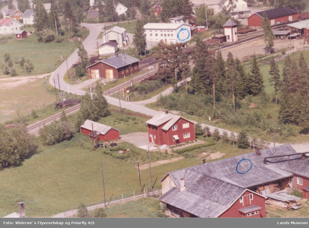 Flyfoto krysset Jevnakervegen  Valdresbanen