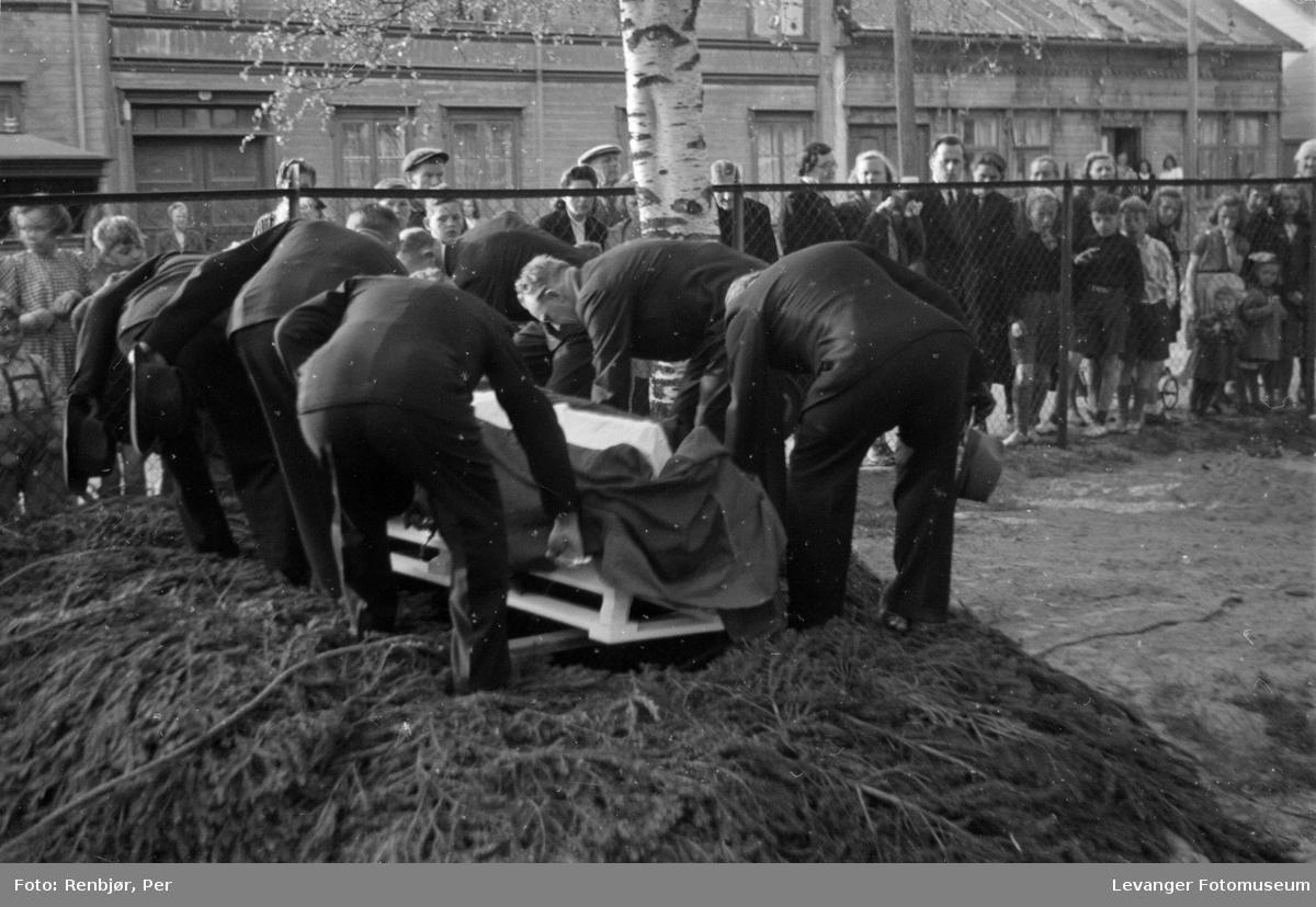 Flytting av levningene til  russiske, sovjetiske krigsfanger fra Moan i Levanger til Levanger kirkegård.