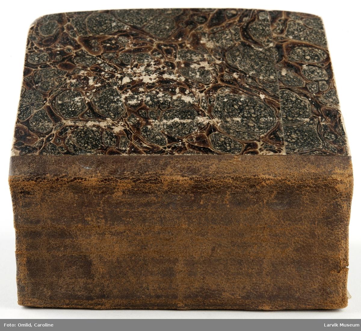 Form: pent innbundet almanakk for år:1761-80