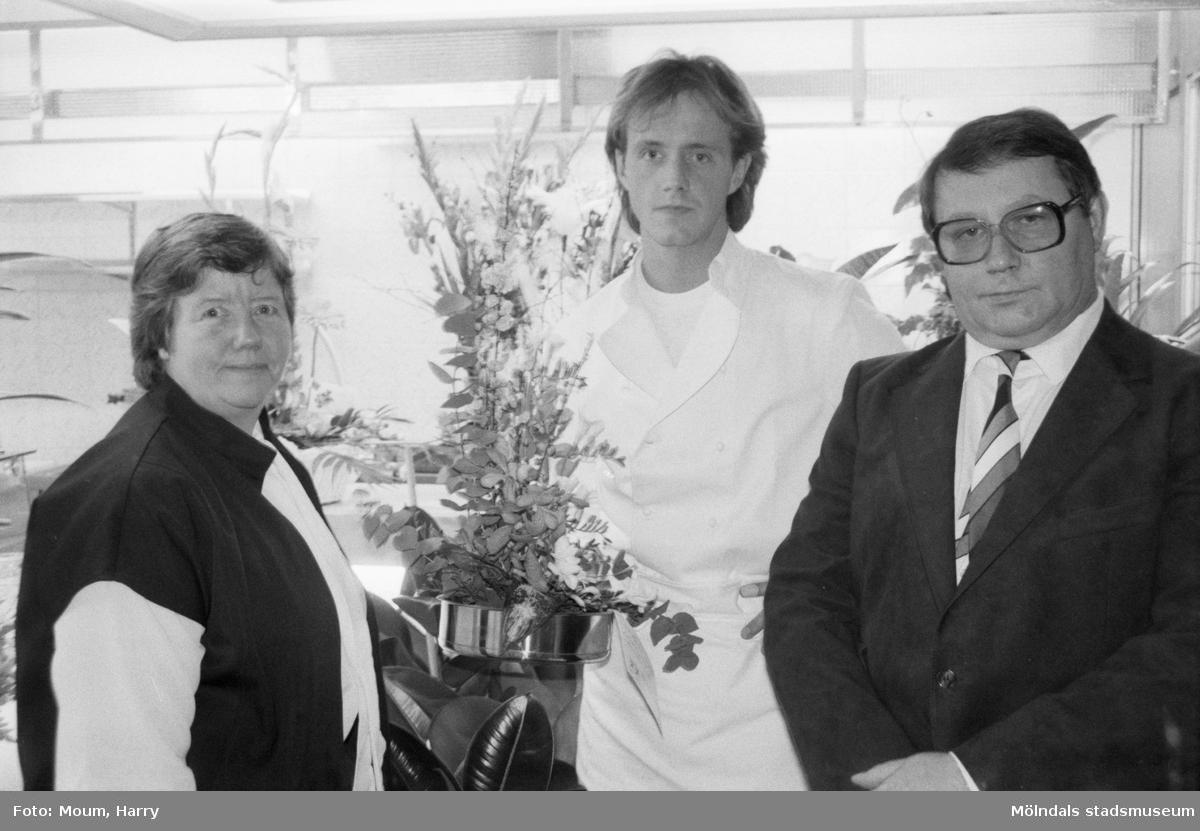 """Restaurang Satellit i Lindome, år 1985. """"Berit, Klaus och Roland Radtke har öppnat restaurang """"Satellit"""" i Lindome.""""  För mer information om bilden se under tilläggsinformation."""