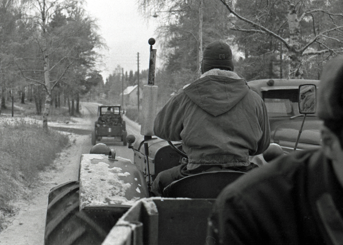 Förflyttning med traktorer i I21 Västernorrlands Regemente, Sollefteå.