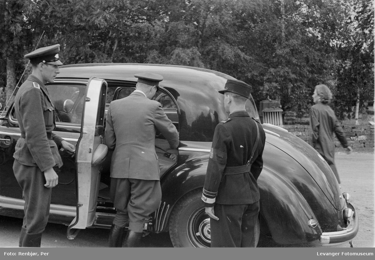Tyske offiserer, Fra Nasjonal Samlings stevne, riksmøte, på Stiklestad 1944.