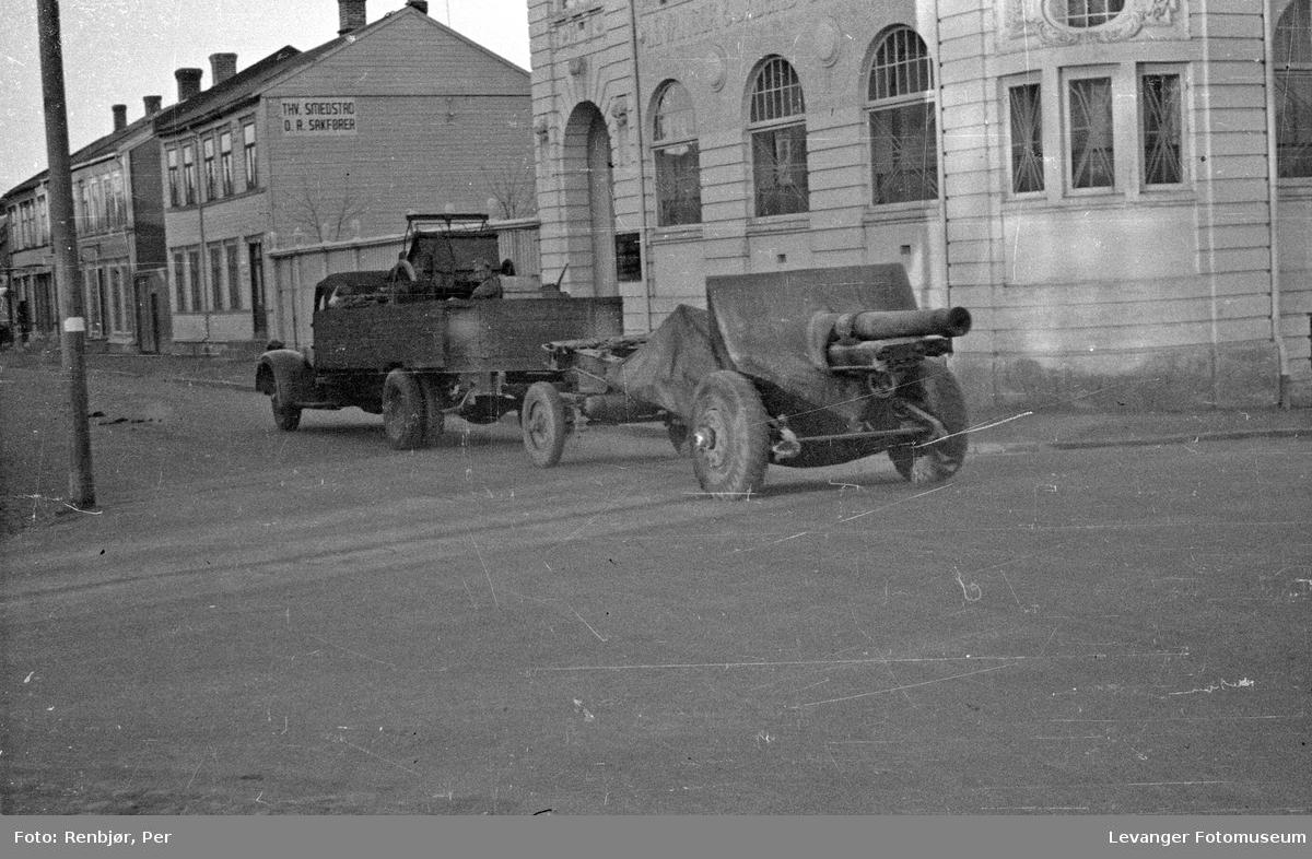 Tyske soldater og kjøretøyer, feltkanon