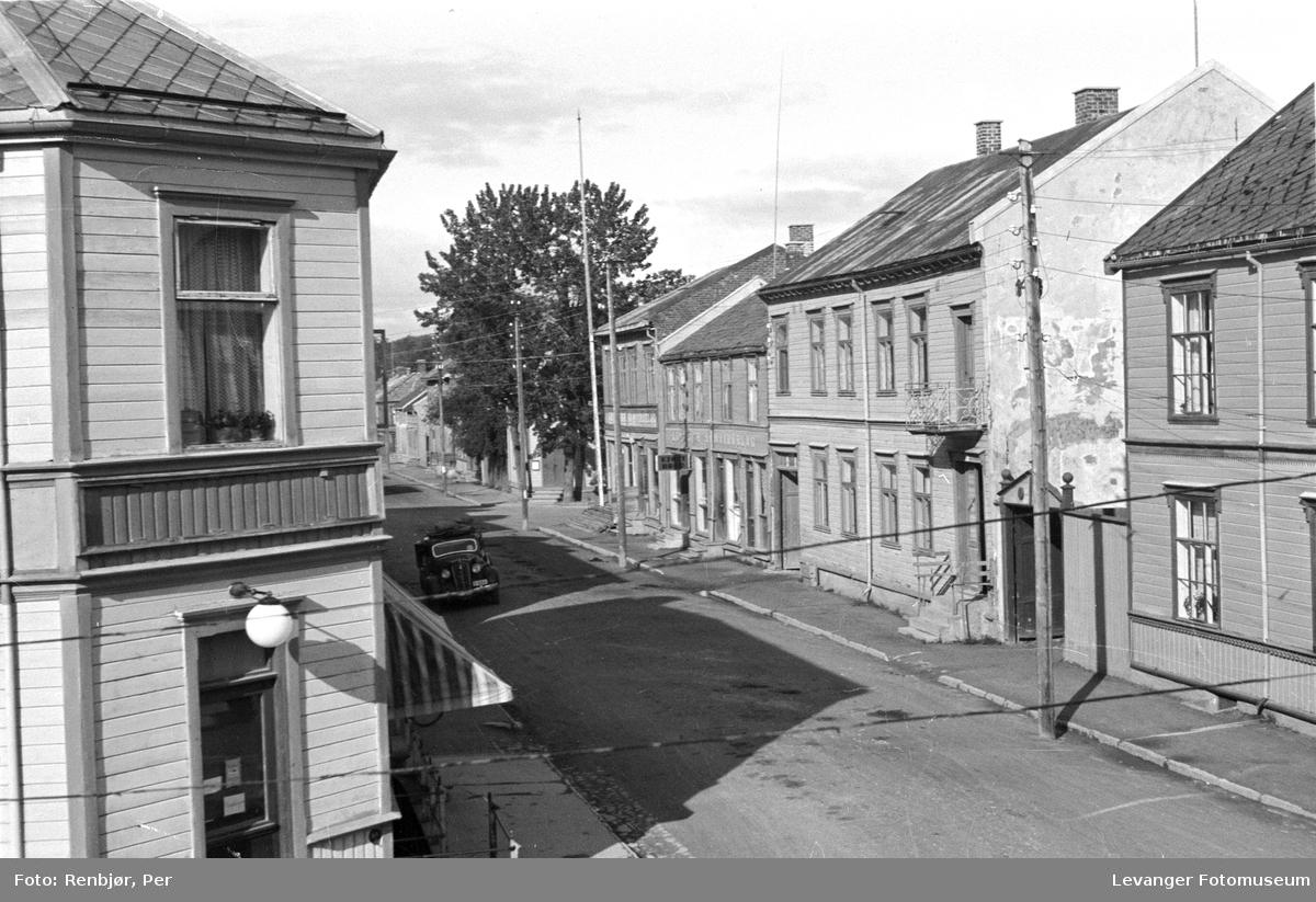 Utsikt fra Renbjørs hjørnevindu mot Håkongata