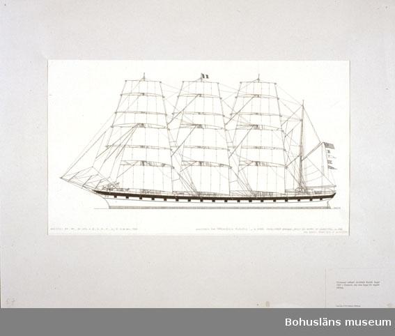 Montering/ram: Passepartout av tunn grå kartong; 55 x 66 cm, Fyrmastad stålbark Archibald Russel, byggd 1905 i Grennock. Den sista byggd för engelsk räkning. Övrig historik se UM72.26.001.