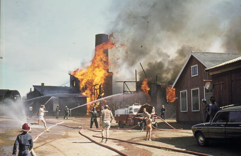 Smelthytta i brann i 1975. Foto: Rørosmuseet