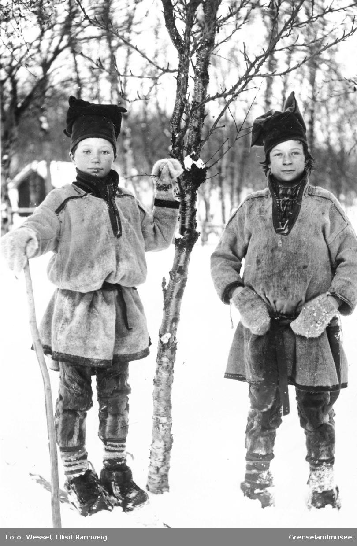 To samiske gutter, før 1897. Til venstre muligens Ulve og til høyre Ole Johnsen Must