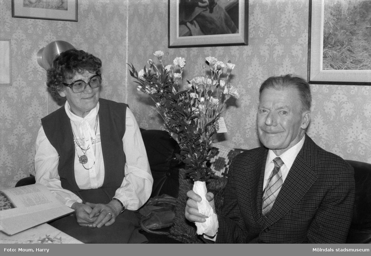 """Folke Eliasson i Kållered firar sin 90-årsdag, år 1985.""""  För mer information om bilden se under tilläggsinformation."""