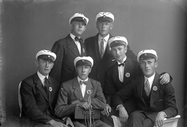 """Enligt fotografens journal nr 2 1909-1915: """"Lovén, E. Karlskrona""""."""