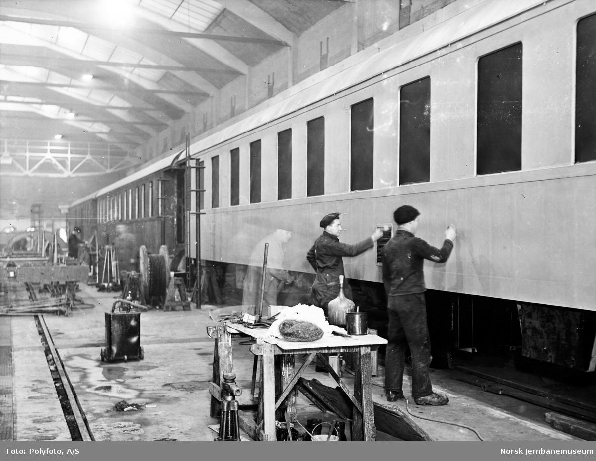 Sovevogner av stål litra Ao1b til NSB under bygging på Strømmens Værksted