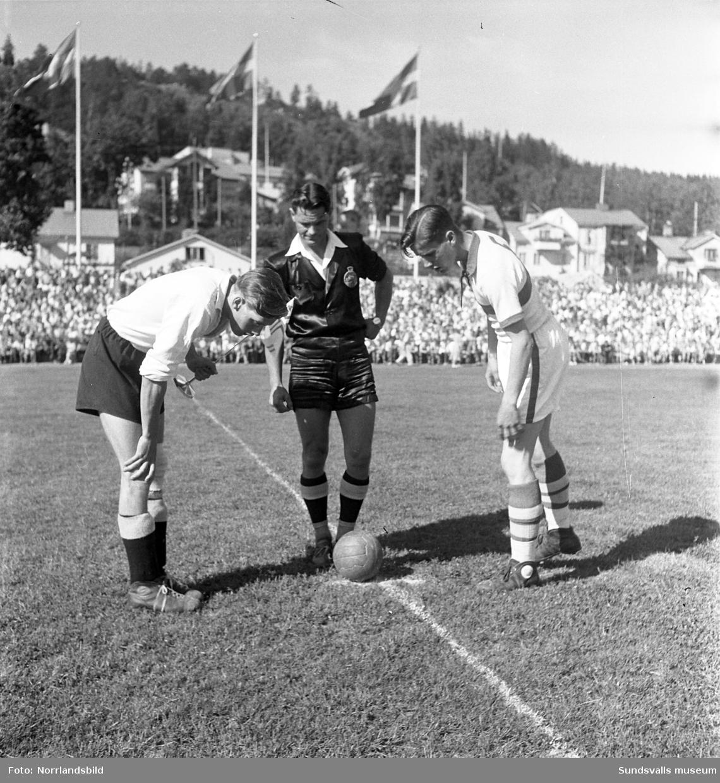 Fotbollsmatch i Idrottsparken, IFK Sundsvalls juniorer möter Strands juniorer.