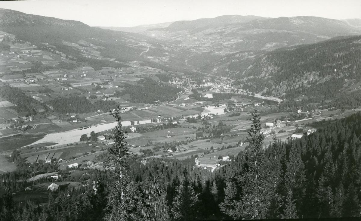 Utsikt fra øystre Bagn mot Reinli og Bagn. Jordbrukslandskap