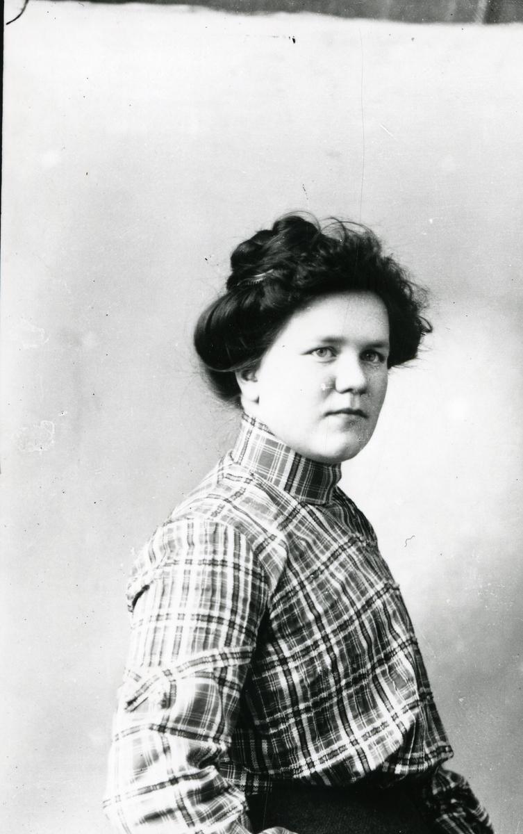 Portrett av Tea Bø f. Stende, Ulnes