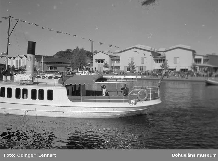 Kungaparets besök med anledning av Uddevallas 500-årsjubileum. Kungaparet ombord på Gustafsberg.