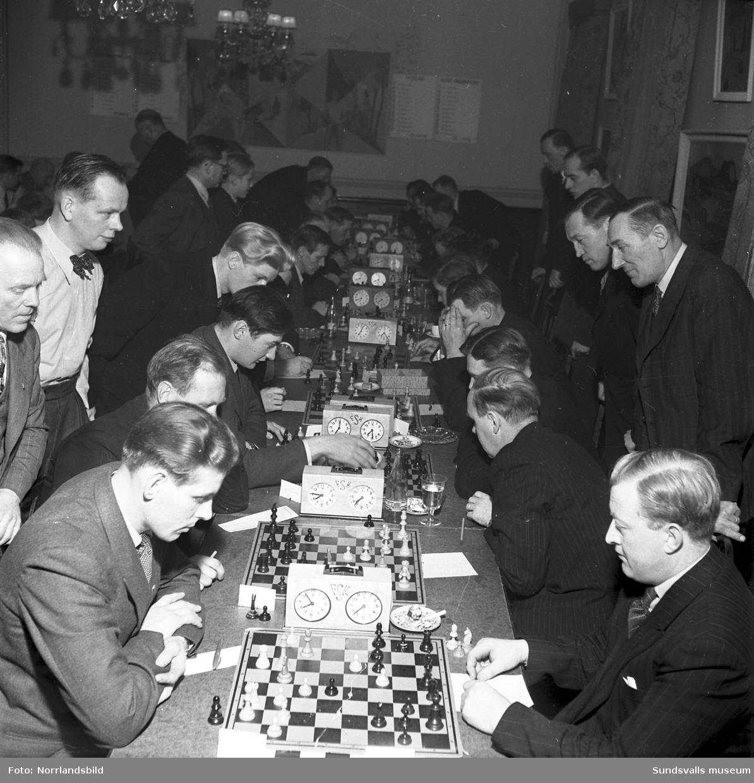Schacktävlingar på restaurang Runan.