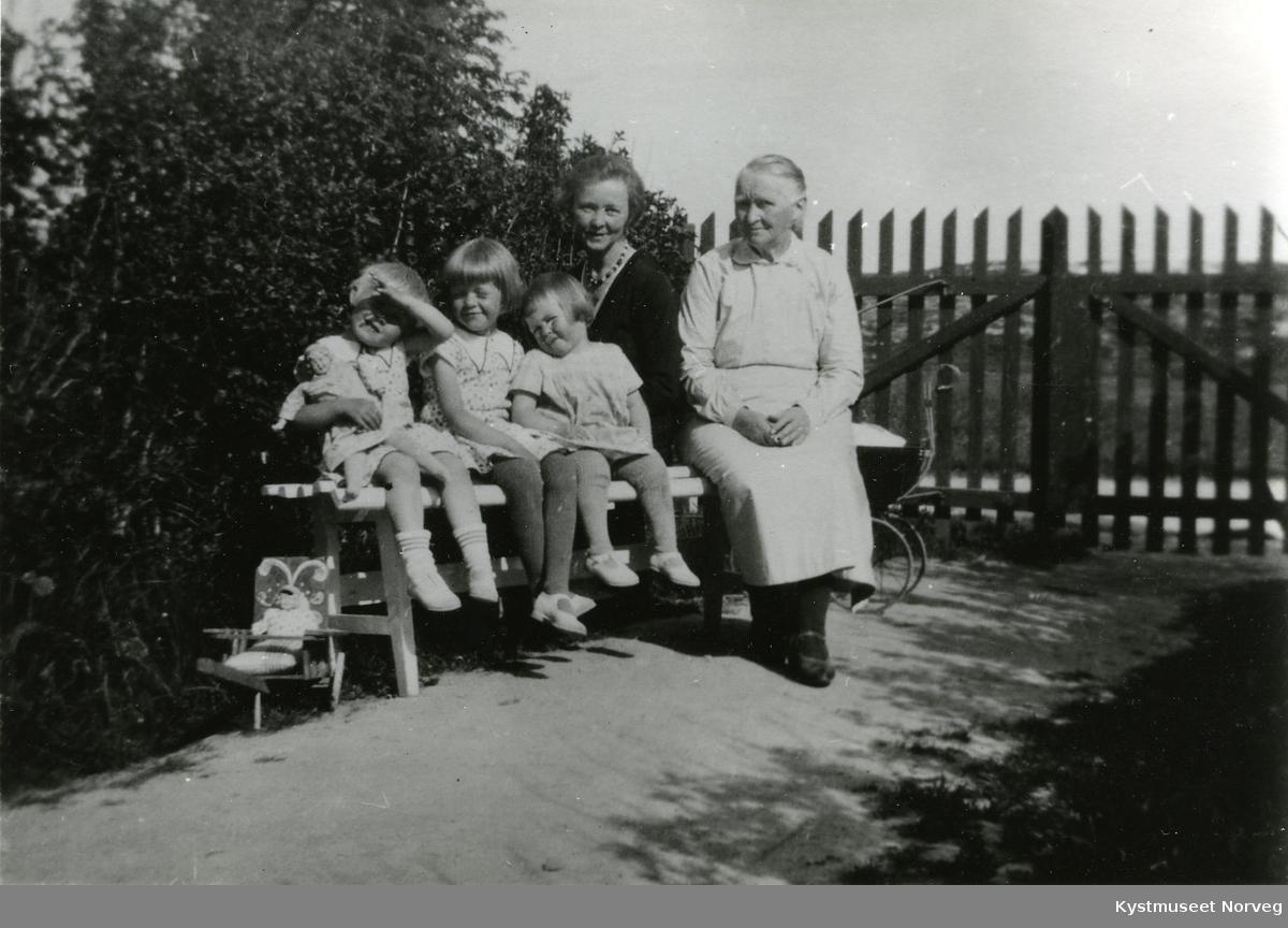 Grete, Kirsten, Randi, Rønnaug Svendsgaard og Sigrid Anzjøn Svendsgaard