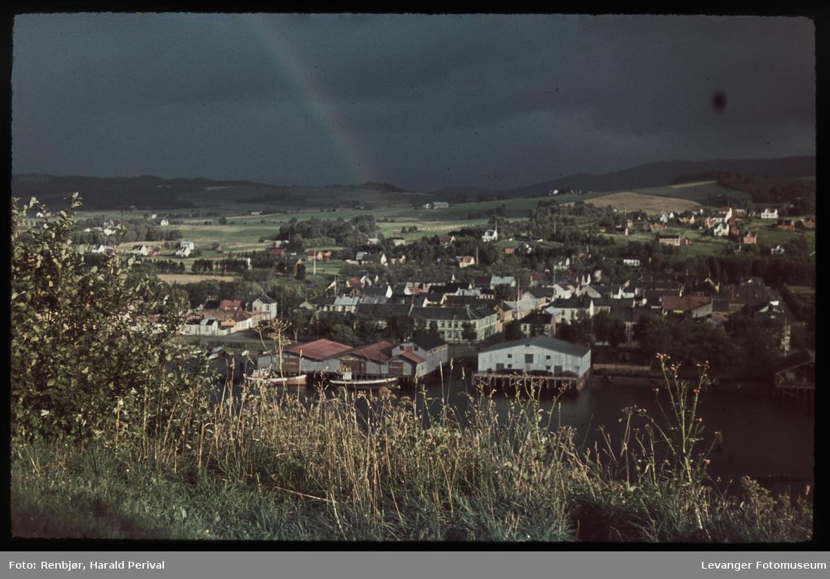 En regnbue over Levangers trehus