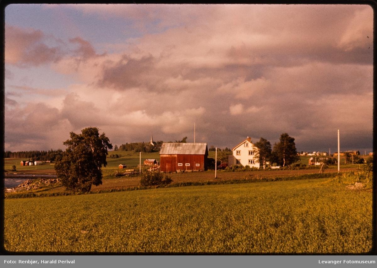 Alstadhaugkirka sett fra Johnsborg, Skogn