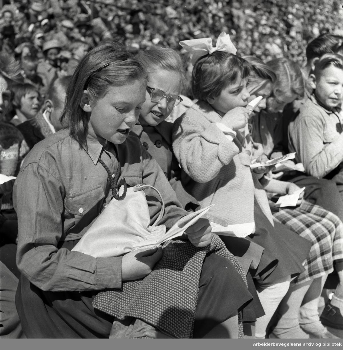 1. mai 1957 i Oslo.Framfylkingens stevne på Jordal Amfi..